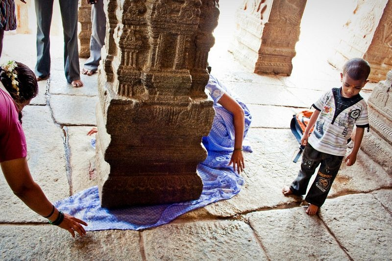 Mysterious Hanging Pillar of Lepakshi Temple in India
